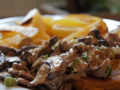 Gemüseschnitzel mit Champignons und Kartoffelstifte
